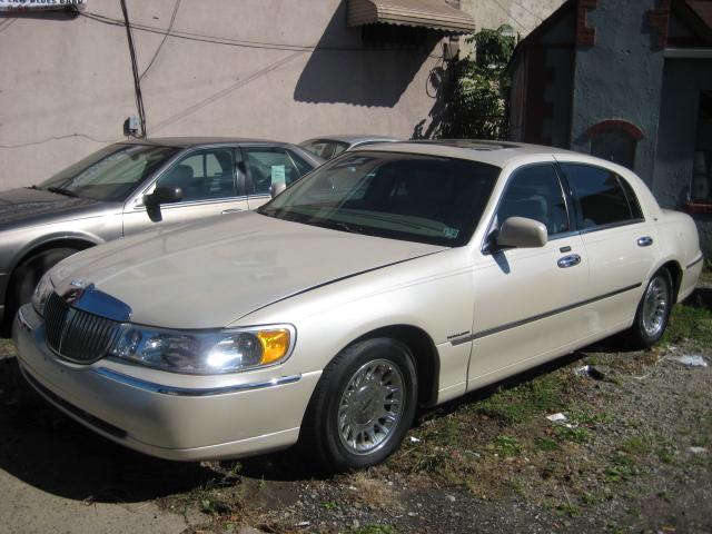 2002 Lincoln Town Car Cartier Demo4